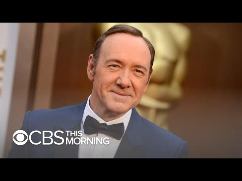 Bill Cunningham - Man Sues Kevin Spacey Over Alleged Groping at Bar; Cites Permanent Damage