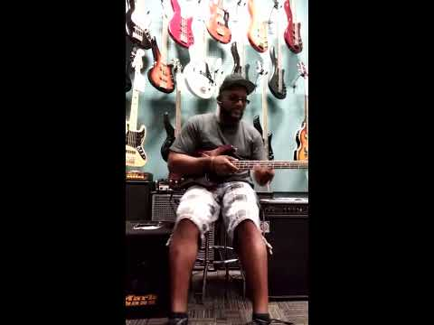 Markbass CMD JB PLAYER SCHOOL. Bass combo vs AMPEG BA-115 bass combo