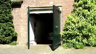 Houten elektrische garagedeur - maatwerk door VM Montage