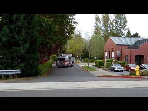 Squirt 61 Responding Tualatin Valley Fire & Rescue (2004 Pierce Dash 61' Sky-Boom)