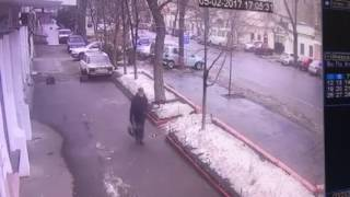 Видео ДТП на Малой Арнаутской 5 февраля(Появилось видео масштабного ДТП на Малой Арнаутской в Одессе, которое произошло 5 февраля. Подробнее - https://g..., 2017-02-06T09:25:10.000Z)