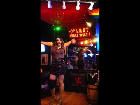 Melissa Molinaro - Shake the World live