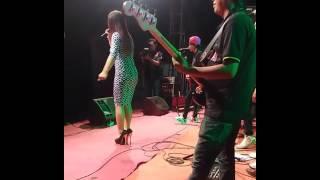 Video Dangdut panggung sambalado download MP3, 3GP, MP4, WEBM, AVI, FLV Oktober 2017