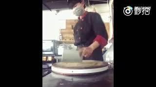 【搞笑影片】米其林三星大廚展示刀工,就那刀法笑死我了,尼瑪就是個賣刀的,是時候展現一下真正的技術了doge  (搞笑影片)