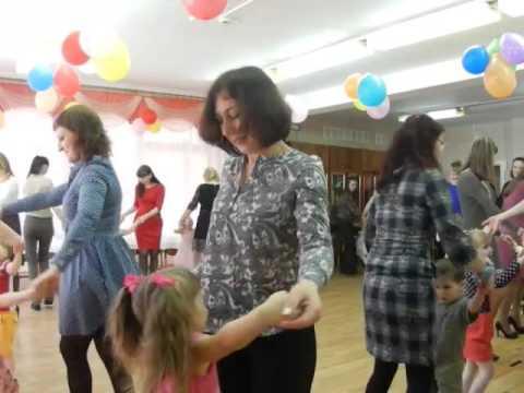 Cмотреть видео онлайн Хоровод  с мамой  младшая группа