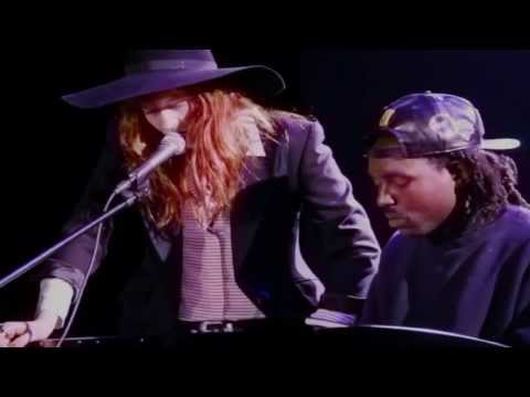 Florence Welch & Dev Hynes Cover Icona Pop