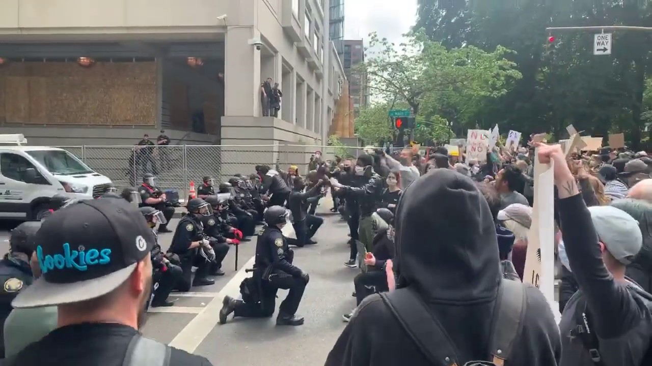 Portland Oregon USA Police take a knee with protestors -video clips and photos - AO Productions