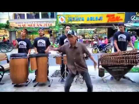 DESPACITO Musik Angklung Ngapak dan Unik ASLI GOKIL Banget