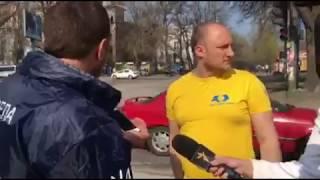 В Запорожье активисты вызывают полицию, чтобы зафиксировать ямы на дороге
