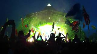 Yellow by Coldplay live at Glastonbury 2011