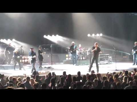 Blake Shelton - Footloose - Brooklyn Barclays Center 2016