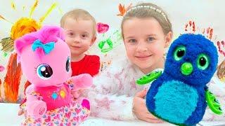Подарки для девочек на НОВЫЙ ГОД! Ксюша и Алиса распаковывают подарки! Видео для детей!(Подарки для девочек на НОВЫЙ ГОД! Ксюша и Алиса распаковывают подарки! Видео для детей! Видео для детей,..., 2017-01-12T18:34:49.000Z)