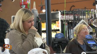 Caught on camera: Grocery store shoppers get a surprise