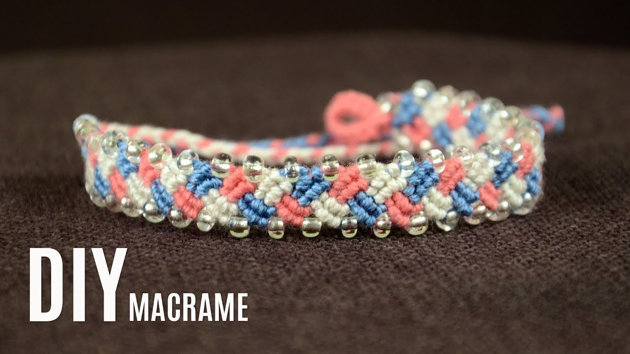 Braided Macramé Yarn Bracelet Tutorial