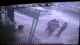 Сосульки упали на голову мужчине в Барнауле(, 2014-03-14T14:48:09.000Z)