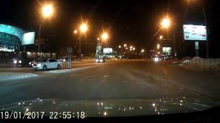 Три Ниссана устроили серьезный замес на Совесткой - Челюскинцев в Новосибирск 20.01.2017