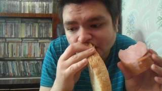 Обед колбаса баранья с хлебом