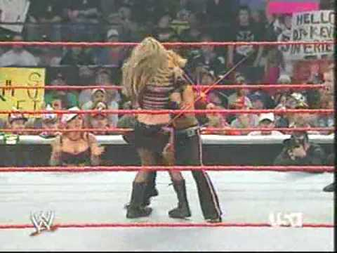 wwe Ashley massaro  vs Trish stratus