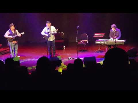 Tom Paxton sings Bottle of Wine at Liverpool