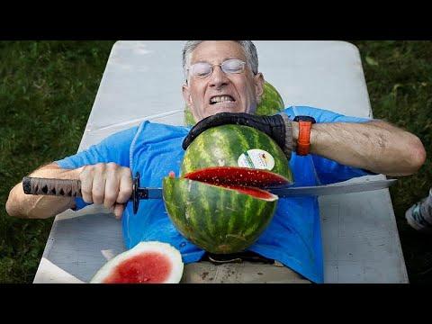 رجل أمريكي يدخل غينيس لتقطيع أكبر عدد من ثمار البطيخ على بطنه…  - نشر قبل 2 ساعة