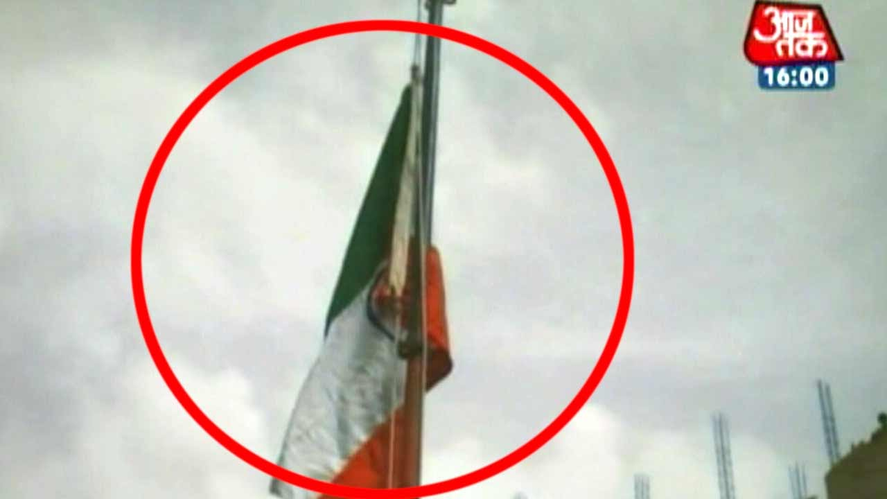 Manish Sisodia hoists the Indian flag upside down - YouTube