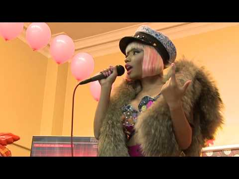 Nicki Minaj Comes Back To Her Elementary School & Gives Back Thanksgiving Turkeys In Queens!