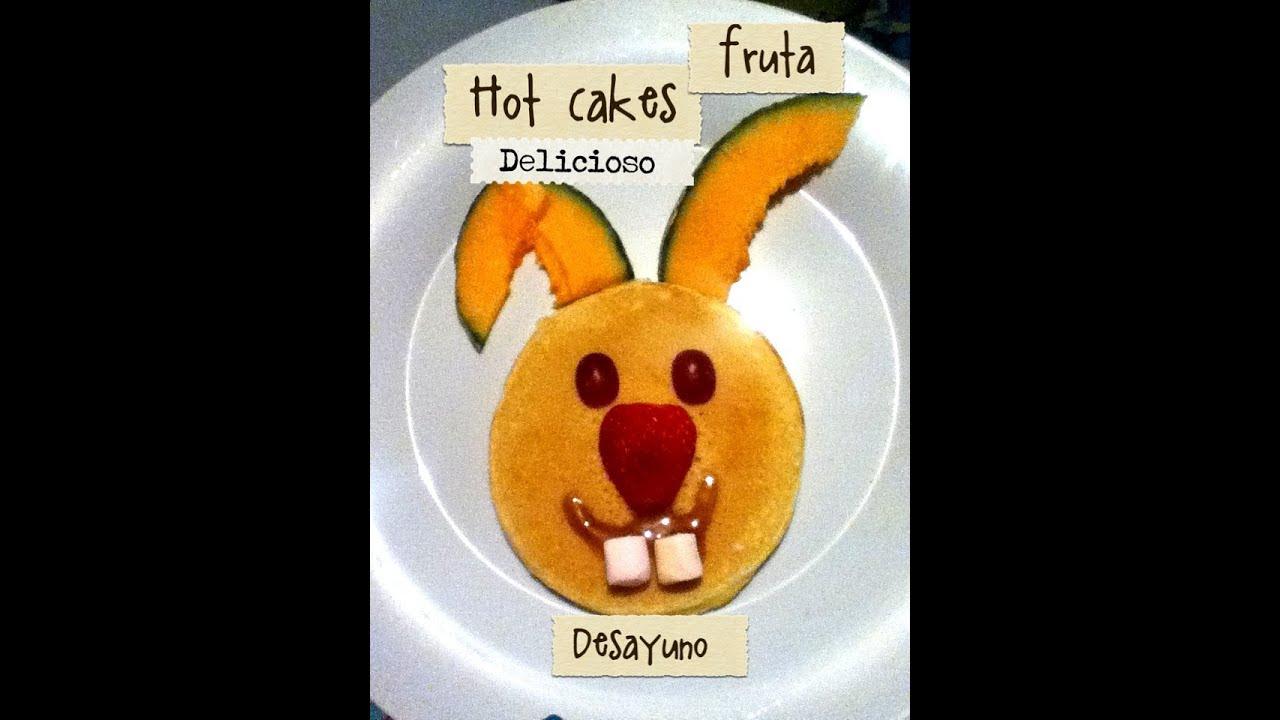 Desayuno para niños pequeños hot cakes y fruta conejo hot ...
