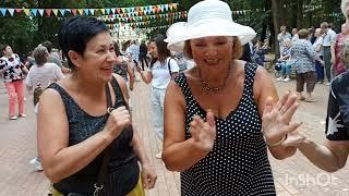 Танцуют подруги пенсионерки / Калуга / Парк Культуры и отдыха