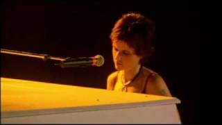 The Cranberries - Dying in the Sun (Live in Paris 1999)