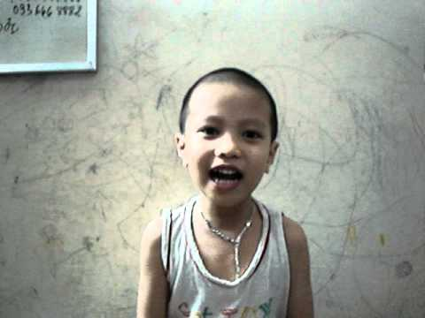 Quang Minh hát bài Trèo cây nhanh thoăn thoắt