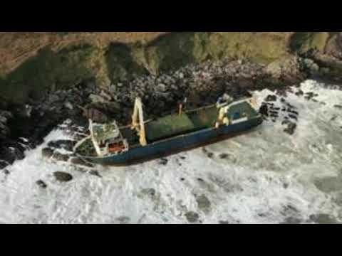 """Огромный """"корабль-призрак"""" добрался до берегов Ирландии"""