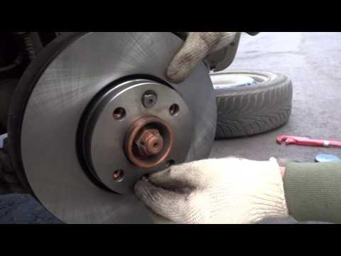 Лада Ларгус замена тормозных дисков и колодок.