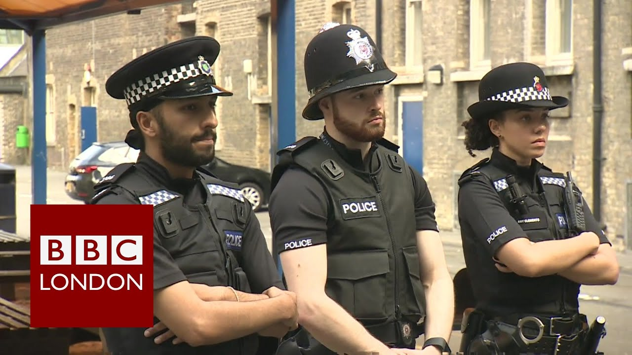 Graduate to police officer in six weeks - BBC London News ...