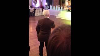 Танец старика на чеченской свадьбе))