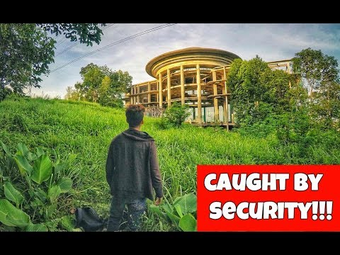 EXPLORING A HUGE ABANDONED MANSION DEEP IN THE JUNGLE OF MALAYSIA