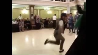 Иса Танцует: