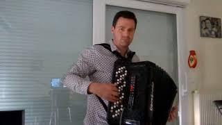Pierre-Alain Krummenacher interprète un tango – Sur le chemin de ta maison (Uno)
