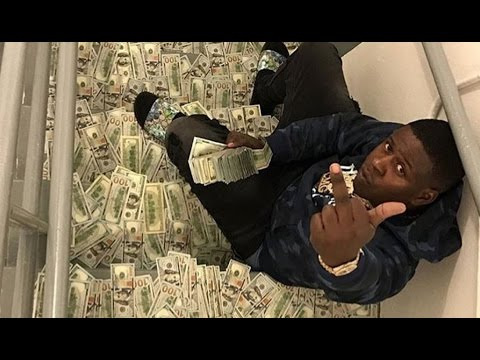 Blac Youngsta Flexin Again Throws $1M In Project Hallway