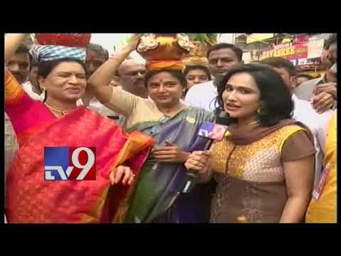Lal Darwaza Bonalu - DK Aruna prays for Congress poll victory - TV9