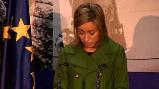 """La cabo Lucía Peraíta recibe de Chacón el premio """"Idoia Rodriguez"""" por su trayectoria militar"""