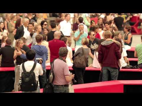 Staged Flashmob – Walzertraum im Museumsquartier | Volksoper Wien