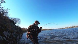 ЗАКИНУЛ БОЛЬШУЮ ПРИМАНКУ И АТАКОВАЛ рыбалка весной 2021