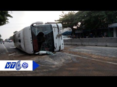 Xe khách lật ngửa, hơn 20 người thoát chết | VTC