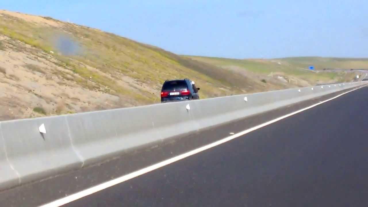 contrebande alg rie maroc trafic d 39 essence sur l 39 autoroute contre sens youtube. Black Bedroom Furniture Sets. Home Design Ideas