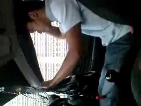 dalam mobil. hoil_3GP