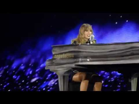 Taylor Swift - New Year's Day (live) -...