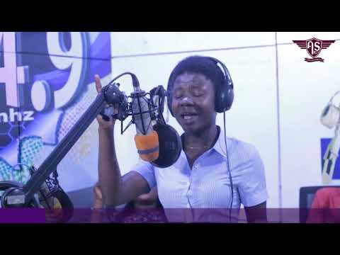 Adepa Sandra closes the year with a powerful ministration on Alpha Radio Kumasi.