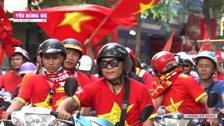 CĐV diễu hành, nhuộm đỏ các phố cổ vũ ĐTQG Việt Nam