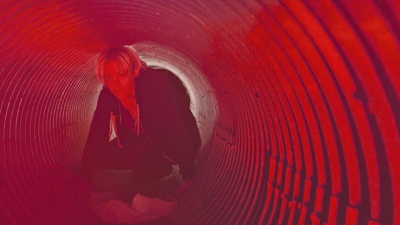 the-devil-wears-prada-alien-official-music-video-riserecords
