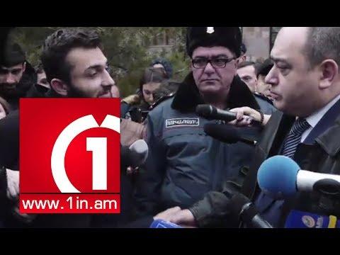 Ձեռքսեղմում դատարանի մոտ. Ցուցարարները հաշտվեցին Մանվել Գրիգորյանի փաստաբանի հետ